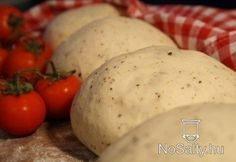 Pizzatészta, paradicsomszósz / pizza dough and tomato sauce - they say it is really really good - should be if it takes more then 2 hours to make :) Pizza Dough, Tomato Sauce, Potatoes, Eggs, Vegetables, Breakfast, Food, Salad, Morning Coffee