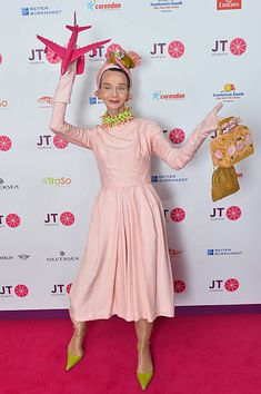 Estas combinaciones de colores, me encantan! Britt Kanja* attends the JT Touristik Celebrates ITB Party at Soho House on March 10 2016 in Berlin Germany Turbans, Stylish Older Women, Dressing Over 50, Mode Alternative, Advanced Style, Clothing Hacks, Maternity Wear, Color Combinations, Style Icons