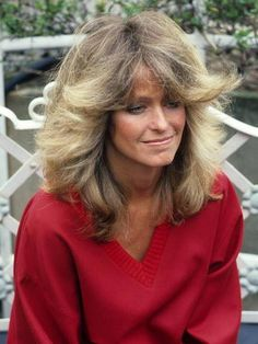 the Farrah Fawcett flip- very iconic hairstyle from Summer Hairstyles, Cool Hairstyles, Feathered Hairstyles, Style Année 80, Actrices Hollywood, Farrah Fawcett, Ombre Hair Color, Glamour, Corpus Christi