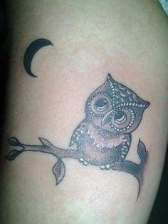 Tatuagem de coruja no braço