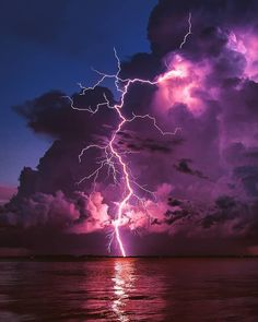 Space and astronomy storm photography, storm art, storm bre. Lightning Photography, Storm Photography, Men Photography, Digital Photography, Beautiful Nature Photography, Photography School, Photography Lessons, Photoshop Photography, Photography Backdrops
