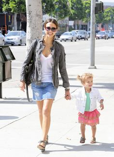 Jessica Alba is more elegant with this hairstyle. I like this casual style very much!   This pair of fashion sunglasses looks very special.     I like these - what do you think?