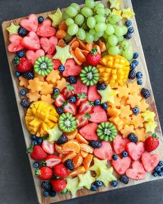 Festive Fruit Platters 🍓🍊🥝🍍🍈🎄 I made this platter and then som… Festive Fruit Platters 🍓🍊🥝🍍🍈🎄 I made this platter and then some fruit skewers for Ella to bring to her Christmas get-together with h…- - Healthy Snacks, Healthy Eating, Healthy Recipes, Healthy Brunch, Juice Recipes, Fruit Recipes, Salad Recipes, Party Food Platters, Cheese Fruit Platters