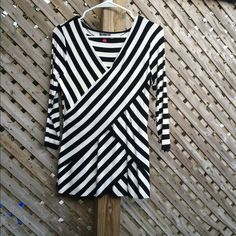 NWOT Vince Camuto B&W Sleeve 3/4 Top 3/4 sleeve black & white striped faux wrap top. Lined. Soft rayon blend. NWOT never worn. Small but can stretch to fit a medium/8. Vince Camuto Tops