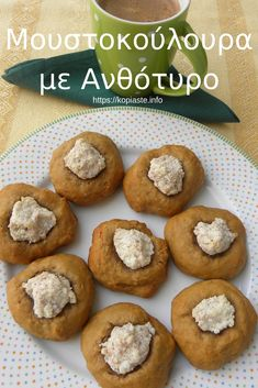 Moustokouloura with Fresh Grape Juice and Anthotyros - Kopiaste.to Greek Hospitality Greek Recipes, Real Food Recipes, Healthy Recipes, Greek Cookies, Grape Juice, Breakfast Pizza, Baking Tins, New Cookbooks, Smoothie Bowl