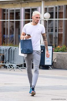Casual Mens Look: Grey Joggers and Cool Sneakers
