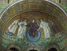 Ravenna, San Vitale, mosaico del catino absidale. Cristo/Apollo assiso sul cosmo consegna la corona a Vitale e si appresta ad aprire il settimo sigillo