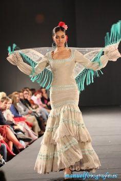 Colección 'Amanecer' por El Ajolí en SIMAR 2012 Flamenco Costume, Flamenco Dancers, Flamenco Dresses, Wedding Dress With Veil, Wedding Dresses, Spanish Dress, Spanish Fashion, Floral Maxi Dress, Traditional Dresses
