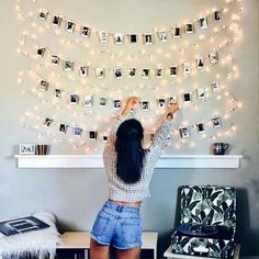 17 Budget-Friendly and Easy Photo Wall Ideas. quick easy photo wall ideas - DIY gallery wall ideas Find easy and inexpensive DIY photo wall ideas to decorate your room! These creative decor ideas will help you brighten up your space within a small budget. Cute Room Decor, Teen Room Decor, Bedroom Decor Ideas For Teen Girls, Room Lights Decor, Diy Wall Decor For Bedroom Easy, Diy For Room, String Lights Bedroom, Bedroom Fairy Lights, Dorms Decor