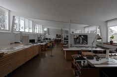 One of the best lighting concepts I've ever seen: Alvar Aalto's Studio, Helsinki. Despite incandescent lamps it probably uses far less than Alvar Aalto, Modern Architecture House, Interior Architecture, Interior Design, Chinese Architecture, Futuristic Architecture, Modern Houses, Zaha Hadid Architects, Cool Lighting