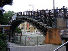 Znalezione obrazy dla zapytania Wenecja - stary drewniany most.