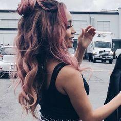 Cuando empecé a seguirte Choni, Juan Antonio Paz comenzó a seguirte # Fanfic # amreading # books # wattpad. Vanessa Morgan, Le Rosey, Camila Mendes Riverdale, Riverdale Netflix, Riverdale Cast, Riverdale Aesthetic, Riverdale Fashion, Wattpad, Pink Hair