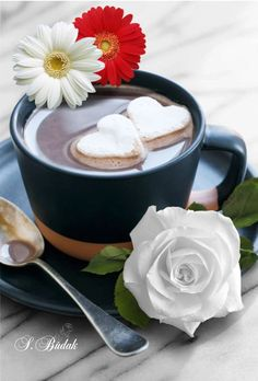 ☆Coffee and flower ❤ Coffee Heart, I Love Coffee, My Coffee, Brown Coffee, Good Morning Coffee, Coffee Break, Mini Desserts, Coffee Photography, Coffee Cafe