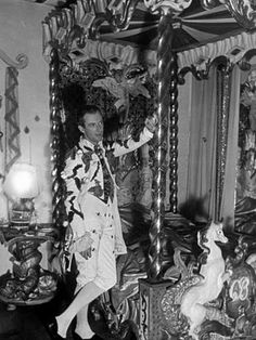 circus bedroom of Cecil Beaton