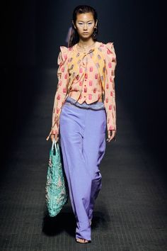See all the Collection photos from Kenzo Spring/Summer 2020 Ready-To-Wear now on British Vogue 2020 Fashion Trends, Fashion Week, Fashion 2020, Fashion Brands, Fashion Show, Fashion Outfits, Women's Fashion, Ladies Fashion, Fashion Clothes