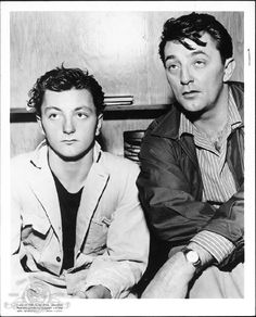 Still of father Robert Mitchum and son James Mitchum in Thunder Road (1958)