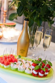 Love the idea of presenting food like this for a party 80 Garden Party Decorations Outdoor Dinner Dual Role WINTERBERRY Healthy Salad Recipes, Snack Recipes, Brunch, Swedish Recipes, Hors D'oeuvres, Party Snacks, Yummy Snacks, Finger Foods, Food Inspiration