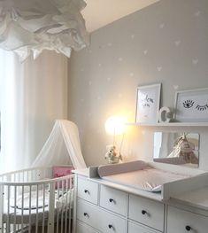 Stokke babybett Kinderzimmer babyzimmer Herzchen Ikea wickelkommode hemnes - T.y Kinderzimmer - Baby Baby Bedroom, Baby Room Decor, Nursery Room, Kids Bedroom, Ikea Nursery, Ikea Baby Room, Room Baby, Room Wallpaper Designs, Baby Room Design