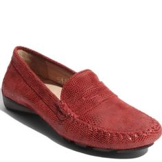 VANELI RANON' DRIVING MOCCASINS NWOT Glossy, snake-embossed leather updates a classic moccasin grounded by a lugged driving sole. TRUE TO SIZE OUT OF STOCK ONLINE. S-1 Vaneli Shoes Moccasins
