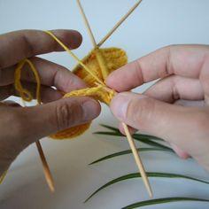 3 tapaa poimia silmukat kantalapun reunasta (niin ettei tule reikiä) - Neulovilla Easy Knitting, Knitting Socks, Knitting Patterns, Crochet Socks, Knit Crochet, Handicraft, Arts And Crafts, Diy, Pattern Ideas