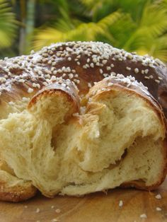 kazunak, traditionally baked at Easter Thermomix Bread, Thermomix Desserts, Dessert Recipes, Dessert Bread, Food Humor, Dinner Rolls, Savoury Dishes, Sweet Recipes, Love Food