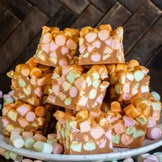 Peanut Butter Marshmallow Squares {Butterscotch Confetti} These Peanut Butter Marshmallow Squares are a perfect Easter Treat! Butterscotch Bars, Peanut Butter Chocolate Bars, Peanut Butter Recipes, Creamy Peanut Butter, Christmas Cooking, Christmas Desserts, Christmas Goodies, Christmas Treats, Marshmellow Squares