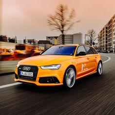 Unser #audiberlinale #caroftheday: Der Audi RS 6  Avant in Glutorange. Foto: @robert_schlesinger Kraftstoffverbrauch kombiniert: 96 l/100 km CO2-Emission kombiniert: 223 g/km http://ift.tt/1Pi1RsR #rs6 #glutorange#berlinalemoments #berlin #audideutschland #audiberlinale #caroftheday by audi_de