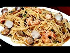 Espaguetis frutti di mare, UN SABOR ALUCINANTE y muy fáciles - YouTube Ethnic Recipes, Food, Youtube, Garlic Prawns, Tasty Food Recipes, Cooking Recipes, Dishes, Culinary Arts, Noodles
