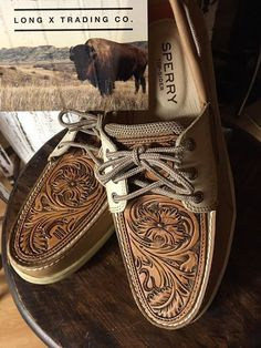 Oh. My. Goodness. Western Shoes, Western Chic, Western Wear, Sock Shoes, Cute Shoes, Me Too Shoes, Shoe Boots, Cowgirl Style, Cowgirl Boots