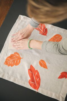 5 steps to block-print your way to custom linens with a fun DIY napkin tutorial, perfect for the holidays. 5 steps to block-print your way to custom linens with a fun DIY napkin tutorial, perfect for the holidays. Block Painting, Fabric Painting, Stamp Printing, Block Printing On Fabric, Block Print Fabric, Hand Printed Fabric, Block Prints, Diy Print On Fabric, Diy Printing