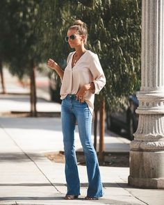 Source by jeans outfit fall Flare Jeans Outfit, Jeans Outfit Winter, Denim Outfit, Jean Outfits, Fall Outfits, Casual Outfits, Summer Outfits, Fashion Outfits, Jeans Fashion