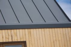 Ebbw_Secret-gutter_GI.gif (425×282) External Cladding, Timber Cladding, Standing Seam Roof, Zinc Roof, Roof Detail, Maine House, Minimalism, Shed, New Homes