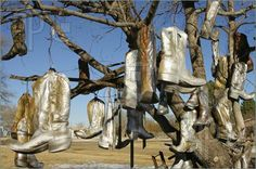 Vega, Texas: Dot's Mini Museum - Cowboy Boot Tree