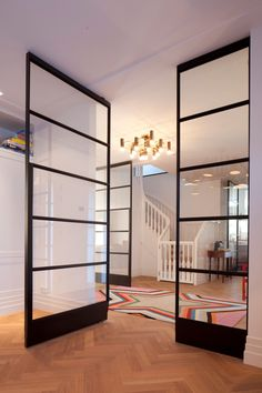 FritsJurgens Pivot Doors: Elegant frameless doors with built-in hinges A pivot door is a frameless door that rotates around its vertical axis and can be opened to both the left and the right. It is not only functional but also a very attractiv
