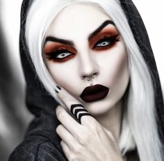 Model / Foto: Beatriz Mariano Photography Willkommen bei Gothic and Amazing Halloween Fotos, Scary Halloween Costumes, Halloween Makeup Looks, Halloween Make Up, Demon Makeup, Witch Makeup, Makeup Art, Evil Makeup, Gothic Makeup