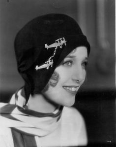 Another classy use for a collar chain.  Loretta Young, 1920s