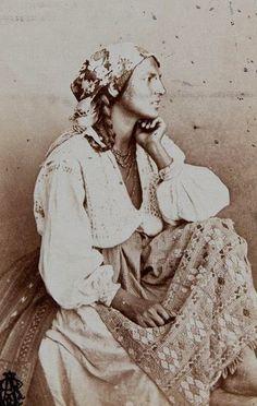 Vintage+Photographs+of+Gypsy+Women++(14).jpg 444×700 pixels