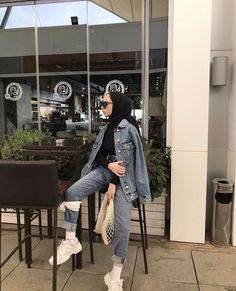 College Hijab Style That Fashion Girls Need To Try – Hijab Fashion 2020 Modern Hijab Fashion, Street Hijab Fashion, Hijab Fashion Inspiration, Muslim Fashion, Modest Fashion, Girl Fashion, Fashion Outfits, Modest Clothing, Casual Hijab Outfit