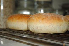 Wow, ytterligare ett favoritrecept att lägga till samlingen. Det här kan vara det godaste brödet jag bakat. Brödet baseras på en gröt och... Homemade Dinner Rolls, Yummy Food, Tasty, Piece Of Bread, Swedish Recipes, Bread Recipes, Scones, Food And Drink, Favorite Recipes