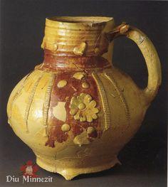 Verzierter Keramikkrug, Paris, 13. - 14. Jhd Antique Pottery, Ceramic Pottery, Medieval, Keramik Vase, Islamic World, Pottery Wheel, Ceramic Cups, Bronze Age, 14th Century
