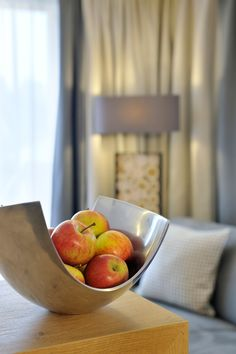 Obstschale im Appartement Fruit, Food, Apartments, Large Living Rooms, Bowl Of Fruit, Meal, The Fruit, Essen, Hoods