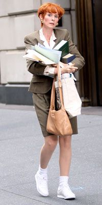 Miranda Hobbes / Cynthia Nixon Style Secrets from the Set of Sex and the City 2 (movie) Kristin Davis, Sarah Jessica Parker, Jennifer Hudson, Kate Hudson, Marisa Miller, Sienna Miller, Fashion Tv, City Fashion, Tokyo Fashion