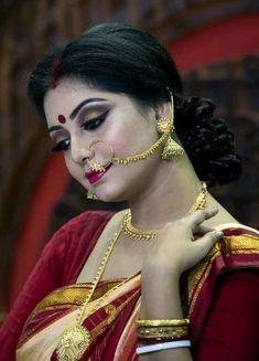Beautiful Bollywood Actress, Most Beautiful Indian Actress, Beautiful Asian Girls, India Beauty, Asian Beauty, Malayali Bride, Indian Navel, Bengali Bride, Saree Photoshoot