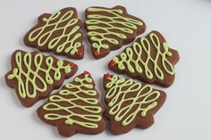 Chocolate meets gingerbread in these delicious and beautiful cookies, perfect for Christmas or anytime. Christmas Cookies from Created by Diane Gingerbread Christmas Tree, Christmas Food Gifts, Christmas Desserts, Holiday Treats, Christmas Baking, Holiday Recipes, Christmas Cookies, Christmas Recipes, Christmas Ideas
