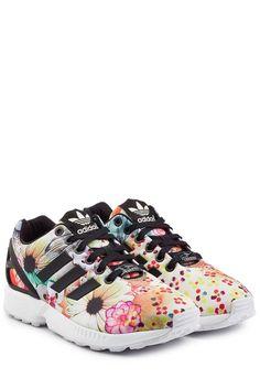 #Adidas #Originals #Sneakers #ZX #Flux #> #Flower für #Damen - Als farbenfrohe Motivation zum Sport oder als charmanter Begleiter im Alltag: die extrem beqümen und bunt bedruckten Sneakers ZX Flux von Adidas Originals  >  Weißes Obermaterial mit floralem Print in Multicolor, schwarze Schnürsenkel, vorgeformte Fersenkappe aus TPU, aufgeschweißte 3 > Streifen aus Synthetikmaterial in Schwarz  >  Synthetische Innensohle, weiße Gummilaufsohle  >  Stylen wir mit Cropped > Flared > Pants und…