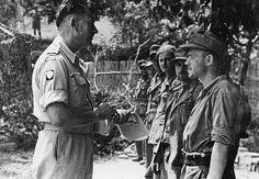 1944, Italie, Monte Cassino, Un officier du 2ème Corps polonais interroge des POWs allemands