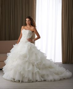 Cheap Bridal Shop Individualistic Delicate Strapless Applique Beading Multi-layered Chiffon Court Train Wedding Dress