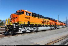 Foto RailPictures.Net: BNSF 7185 BNSF Railway GE ES44C4 em San Bernardino, Califórnia por Matthew Griffin