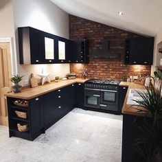 From exposed brickwork to navy kitchen cabinets, this Fairford Navy kitchen is packed with kitchen design inspiration. Pair the navy shaker ideas with wooden worktops and grey flooring ideas. Kitchen Room Design, Modern Kitchen Design, Home Decor Kitchen, Interior Design Kitchen, New Kitchen, Brass Kitchen, Kitchen Oven, Kitchen Ideas, Kitchen Hardware