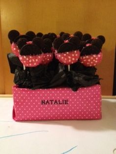 made these for the birthday girl who LOVES Minnie Mouse